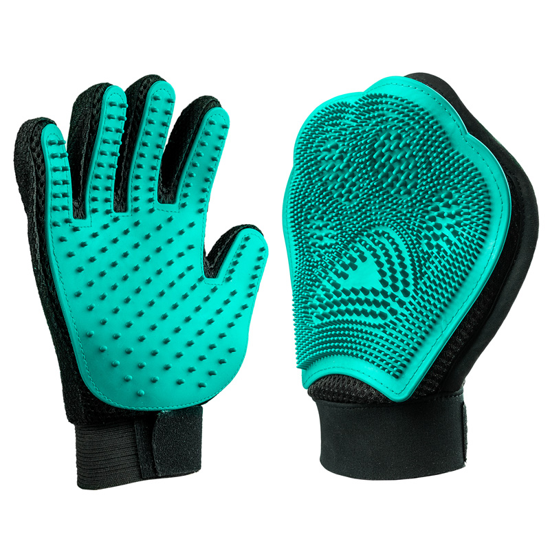 Dog grooming glove hero image